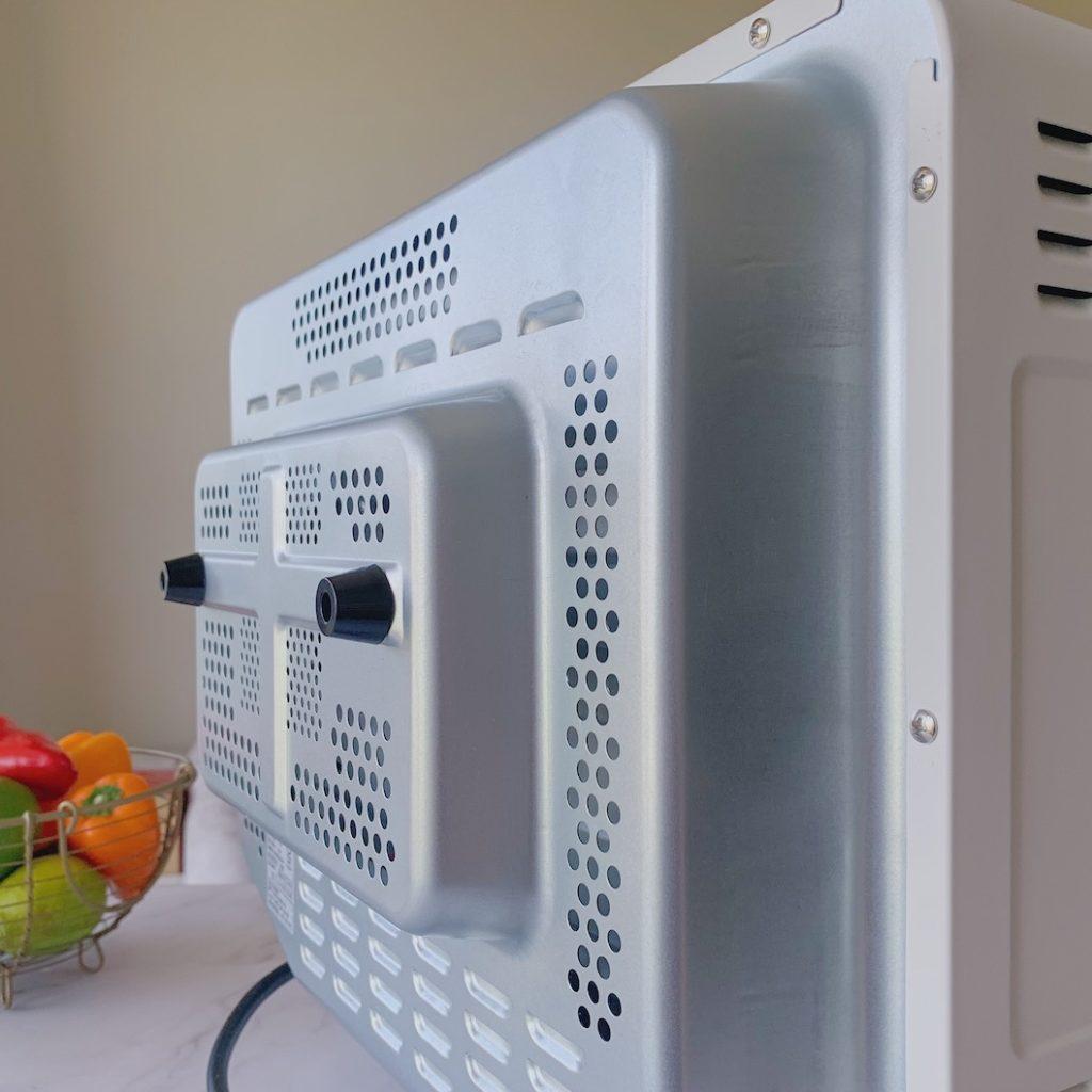 烤箱後風還有與牆隔開的隔熱裝置