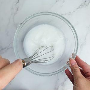 用打蛋器攪拌均勻