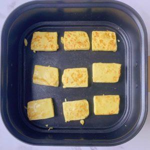 翻面,煎5分鐘直到兩片金黃後,盛起備用
